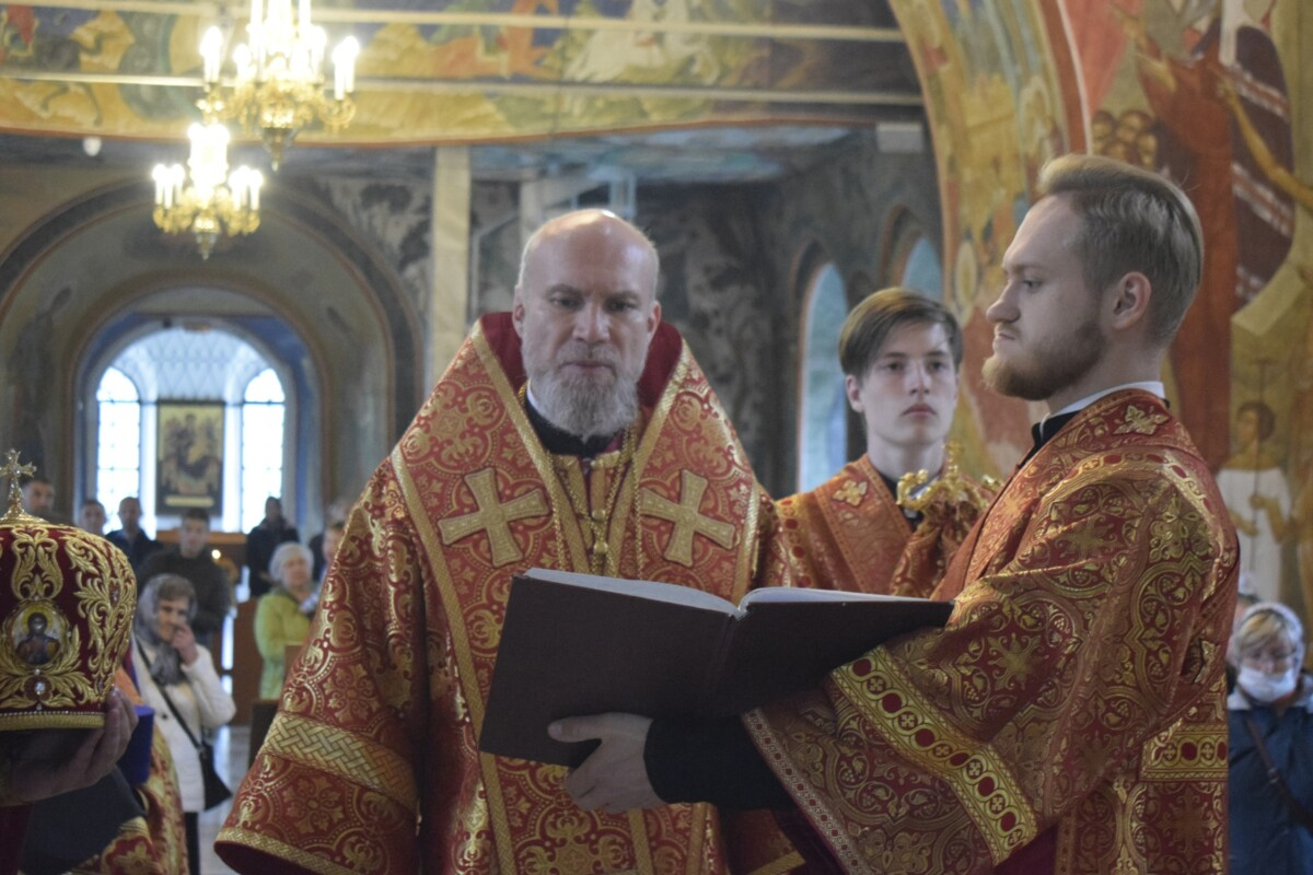 Епископ Новокузнецкий и Таштагольский Владимир совершил Литургию в Спасо-Преображенском кафедральном соборе